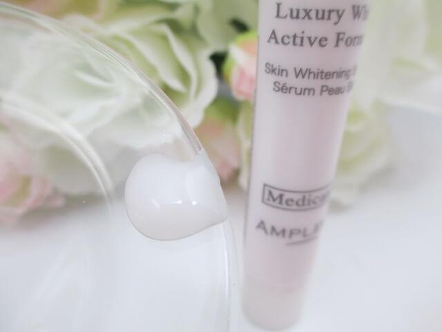 ラグジュアリーホワイト薬用美白美容液のテクスチャー