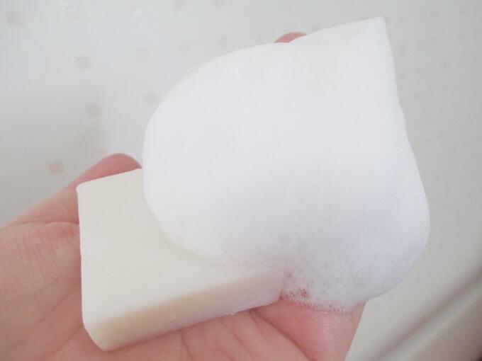 ブルークレールの洗顔石鹸の泡