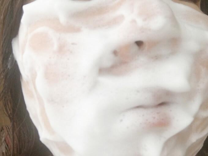 ファンケル洗顔パウダーで洗っている様子