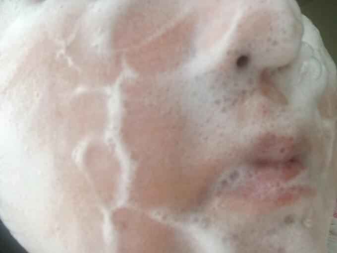 ドクターリセラ洗顔石鹸で洗顔しているところ