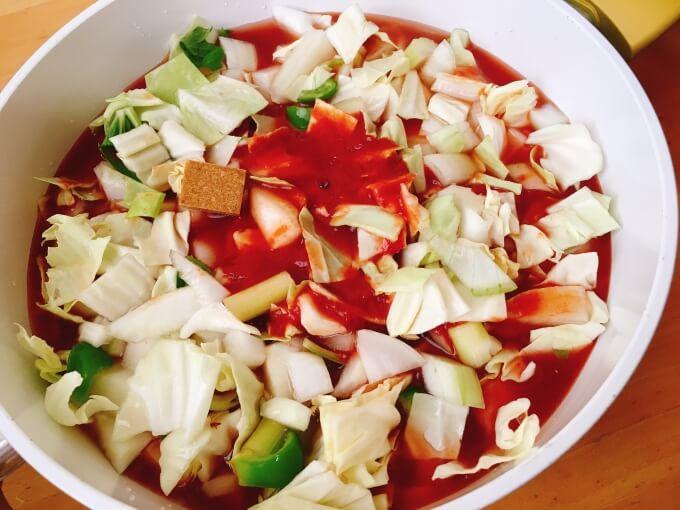 脂肪燃焼スープの材料に濃厚リコピンを入れ水を足す