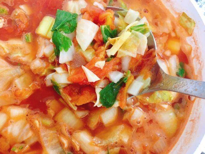 脂肪燃焼スープの材料を煮込んでいるところ