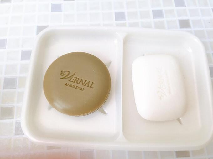 ヴァーナルの洗顔石鹸とソープディッシュ