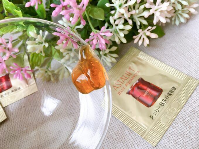アスタリフトジェリー状先行美容液「ジェリーアクアリスタ」の色と香り