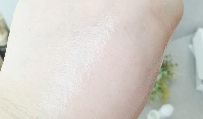 エトヴォスの保湿美容液「モイスチャライジングセラム」の肌なじみと浸透の早さ