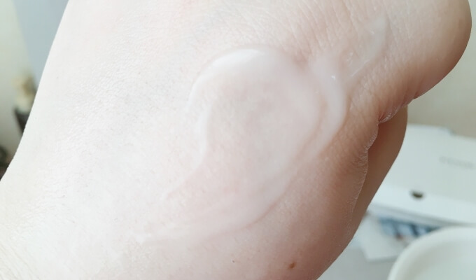 エトヴォスの美白美容液「薬用ホワイトニングクリアセラム」の使用感