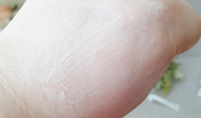 エトヴォスの保湿クリーム「モイスチャライジングクリーム」は硬いクリーム