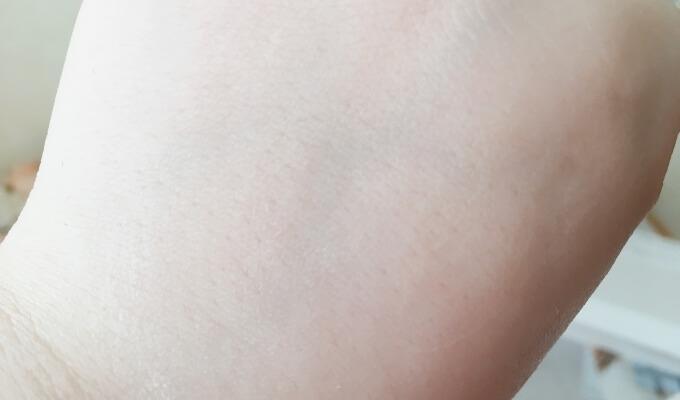 エトヴォスの保湿クリーム「モイスチャライジングクリーム」の肌なじみ