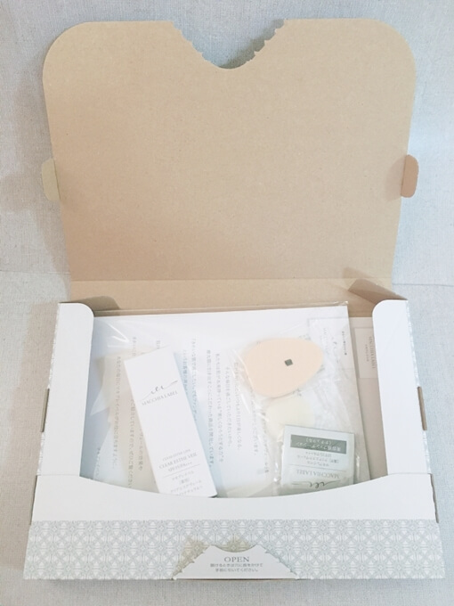 マキアレイベル薬用クリアエステヴェールファンデーションセットの箱の中身