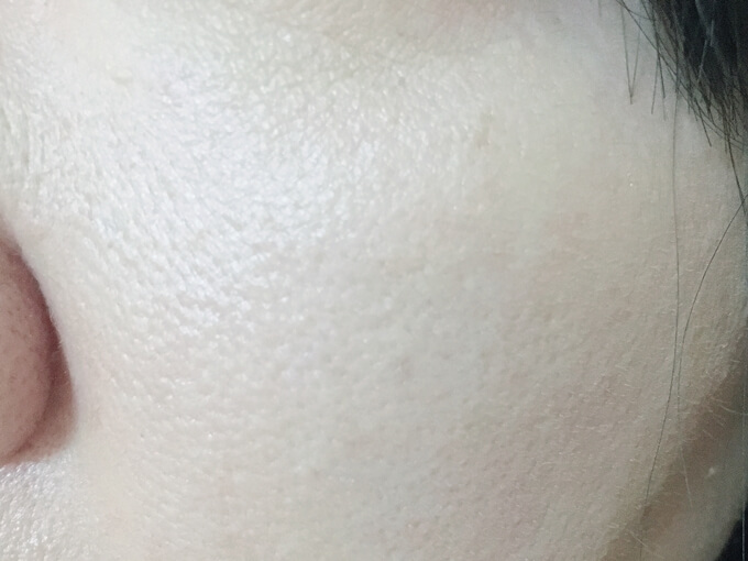 エトヴォスマットムースミネラルファンデーションを塗った肌