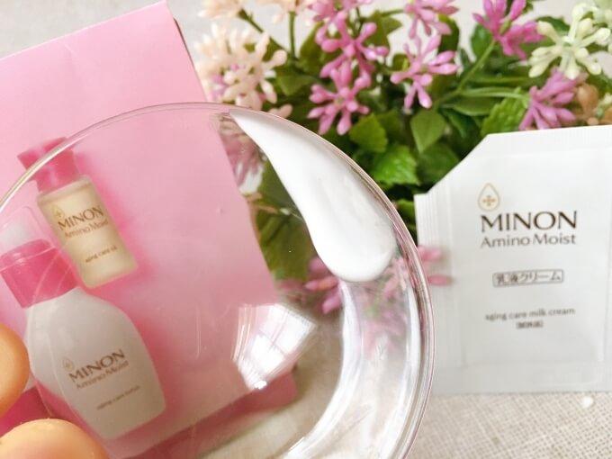 ミノンエイジングケアシリーズの乳液保湿クリーム「ミルククリーム」のテクスチャー