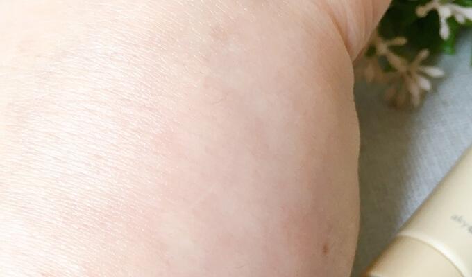 あきゅらいずのオールイワン保湿クリーム秀くりーむの浸透の良さ