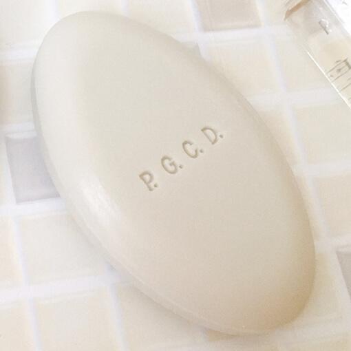 PGCD洗顔石鹸朝用の白い石鹸「サボンクレール」の質感や香り