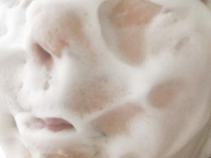 PGCD洗顔石鹸朝用スキンケアソープ「サボンクレール」で洗顔しているところ