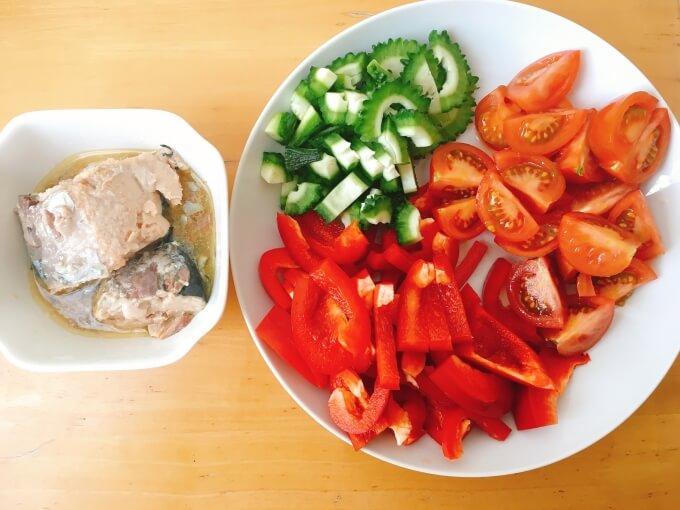 ベジたんスープ50の美白に良いサバ缶とパプリカのトマト辛味噌スープの材料