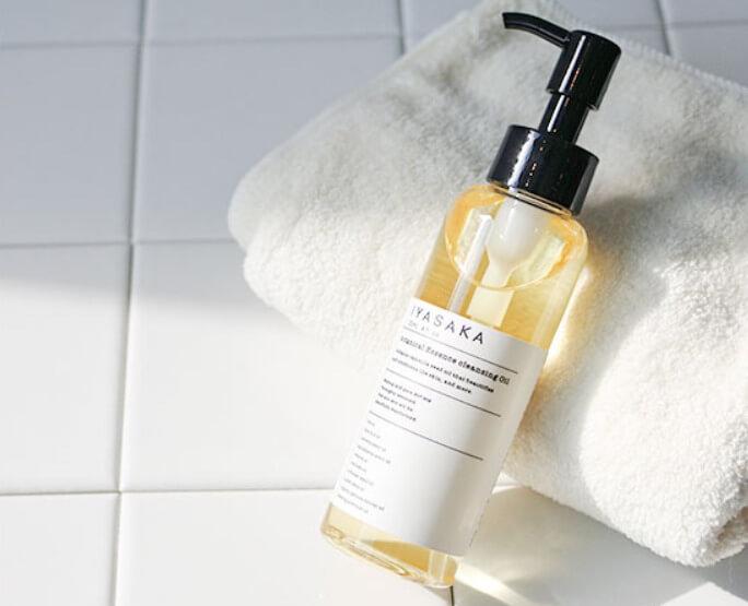 肌をメイクする石鹸のクレンジングオイル