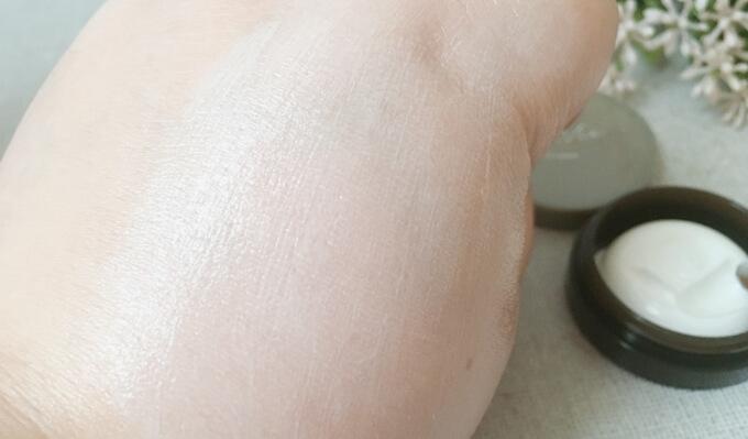 ララヴィ保湿クリーム「シフォンクリーム」の肌なじみ